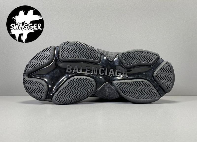 Giày Balenciaga Triple S Allover Logo Black bản mới nhất 2020 chuẩn 99.9% so với chính hãng hứa hẹn sẻ mang đến con sóng thời trang mới trên thế giới
