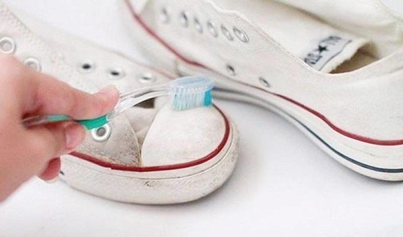9 Mẹo Giặt Giày Thể Thao Đơn Giản Mà Hiệu Quả Không Ngờ giúp cho bạn giày luôn như mới