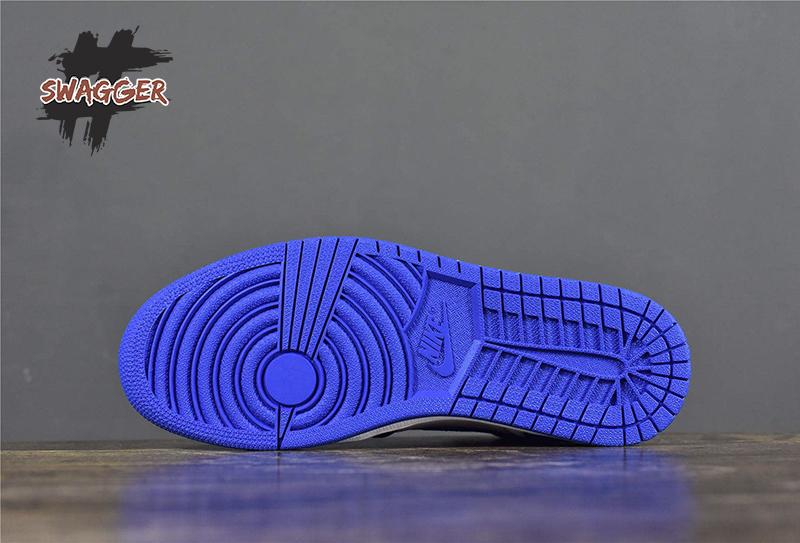 giữa Fragment Design của Hiroshi Fujiwara và Brand Jordan, đã cho ra mắt đôi nike air jordan 1 retro fragmentmang đến sự đột phá trong phong cách thời trang củng như nét độc đáo trong việc kết hợp màu sắc của đôi giày này. Vì vậy hiện nay đây là một trong những đôi giày jordan có mức giá bán cực khủng trên thị trường sneaker.