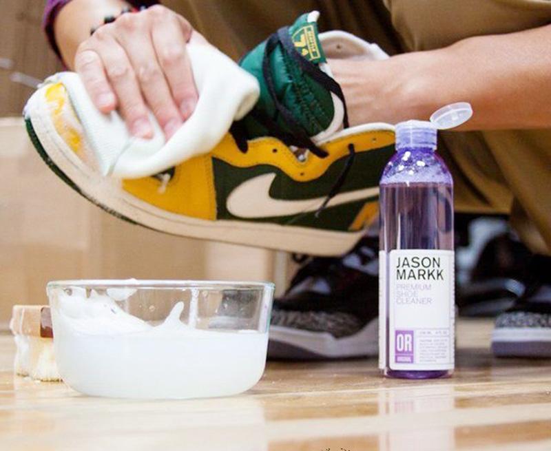 Hướng dẫn cách giặt giày Nike sạch đẹp
