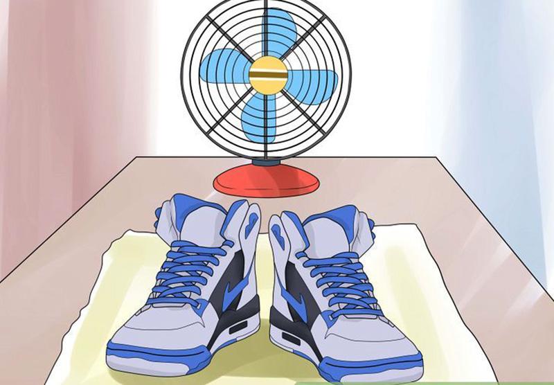 Hướng Dẫn Xử Lý Giày Bị Ướt Khô Nhanh Chóng củng như không bị mùi hôi khó chịu