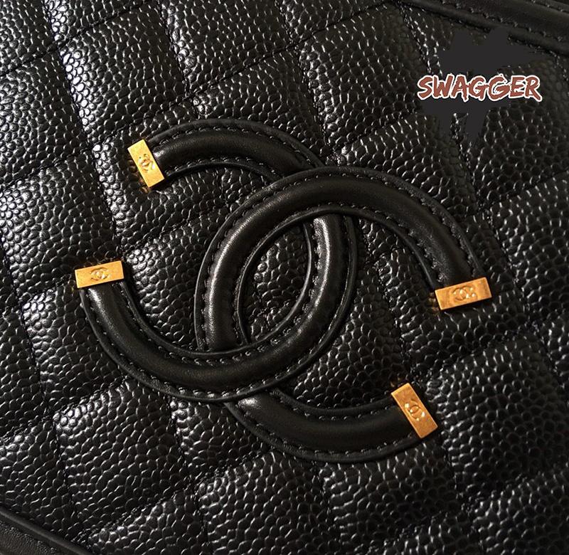 Túi Xách Chanel Vanity Case CC Filigree Caviar Quilted Small Black Like Authentic sử dụng chất liệu chính hãng, chuẩn 99% cam kết chất lượng tốt nhất hiện nay