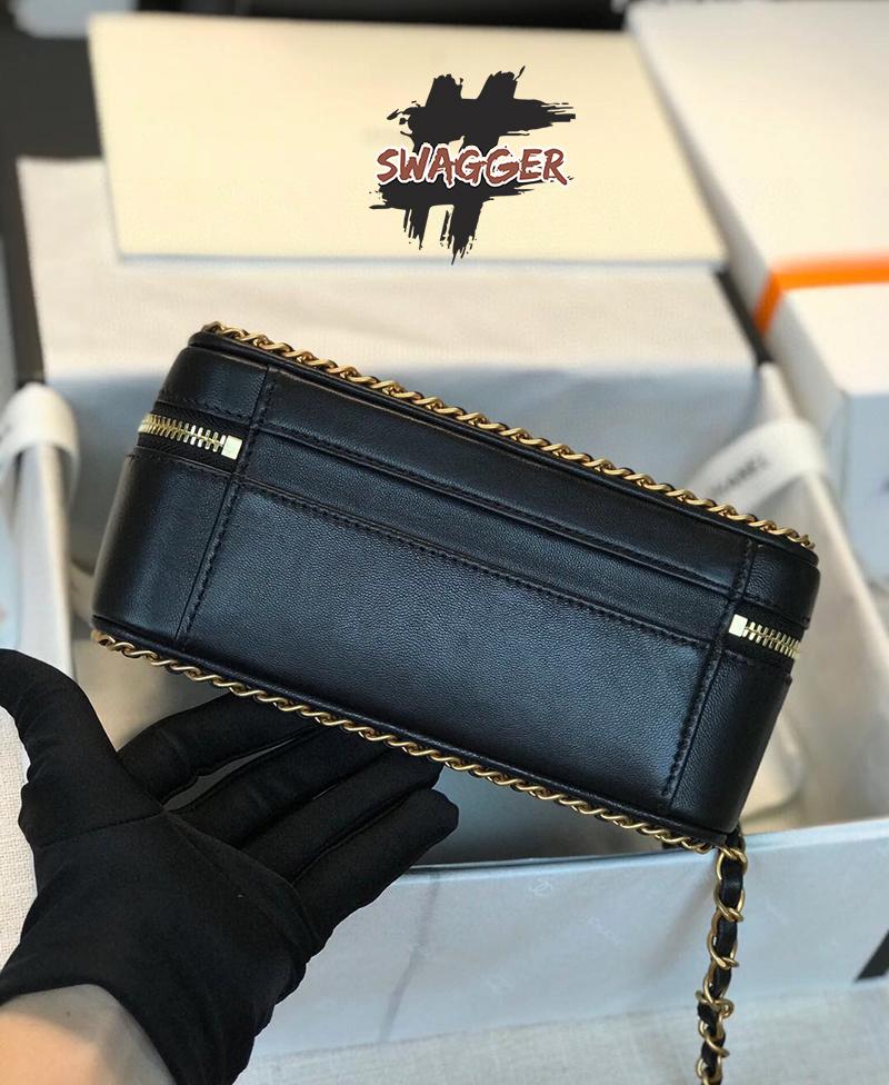 Túi Xách Small Vanity Case Goatskin & Gold-Tone Metal Black Like Authentic sử dụng chất liệu chính hãng, full box và phụ kiện, cao cấp nhất hiện nay