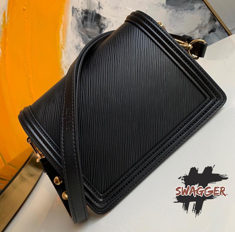 Túi Louis Vuitton Mini Dauphine Epi Leather Black Like Authentic, sử dụng chất liệu chính hãng, chuẩn 99%