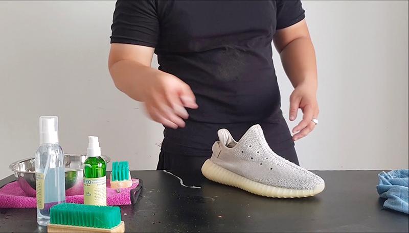 hướng dẫn cách giặt giày yeezy 350 sạch như mới