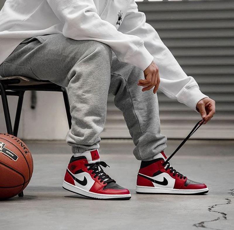 Giày Nike Air Jordan 1 Mid Chính Hãng Giá Bao Nhiêu ?