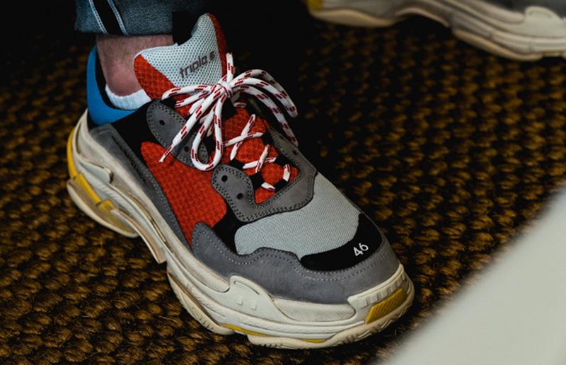 Hướng dẫn cách buộc dây giày Balenciaga triple s xịn sò