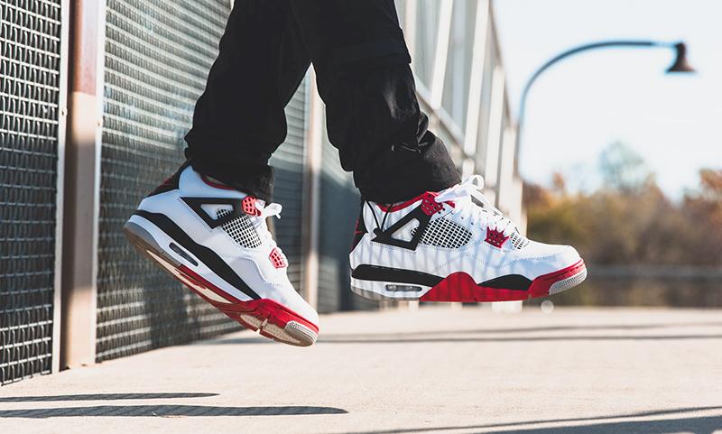 Giày Nike Air Jordan 4 Fire Red Và Những Bí Ẩn Cần Khám Phá