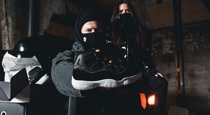 Đôi giày phối màu đen huyền bí Jordan 11 Jubilee