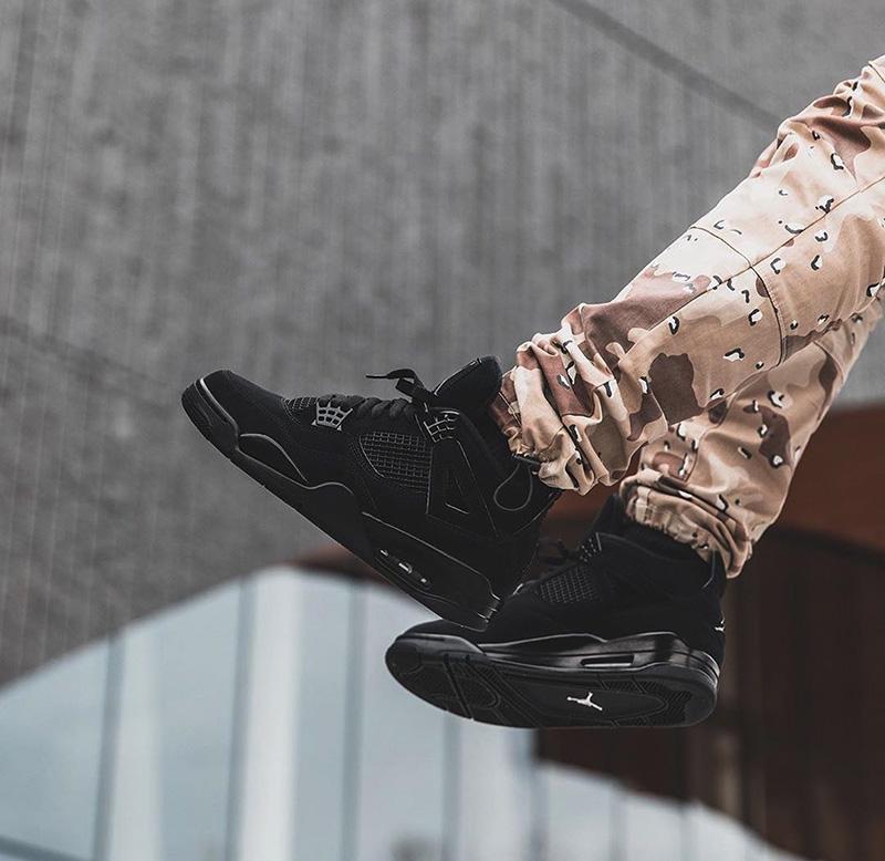 Sự Trở Lại Của Giày Nike Air Jordan 4 Black Cats Vô Cùng Ấn Tượng