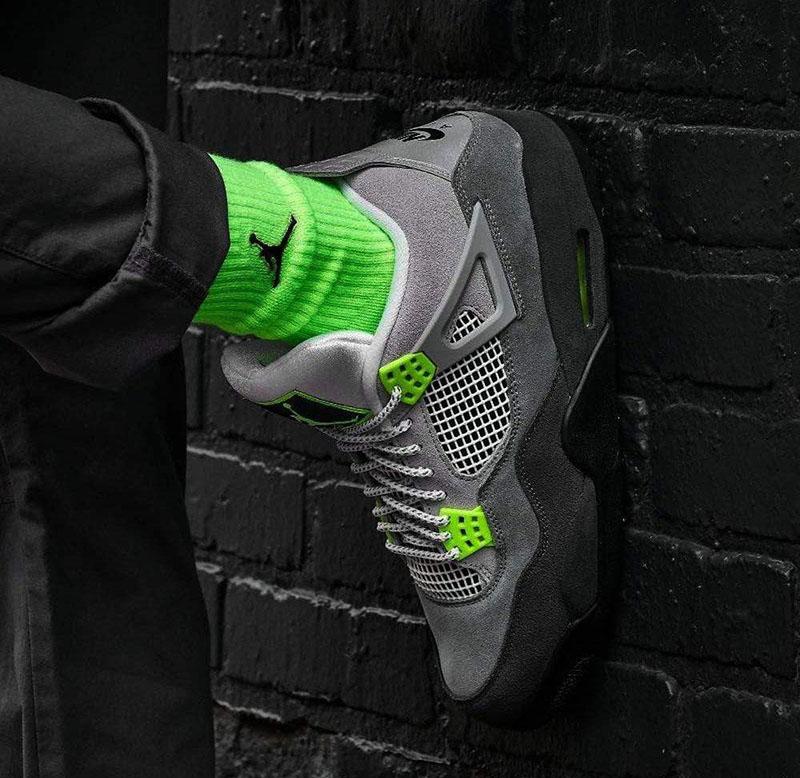 Mua Giày Air Jordan 4 Neon Chính Hãng Ở Đâu Uy Tín Giá Rẻ ?