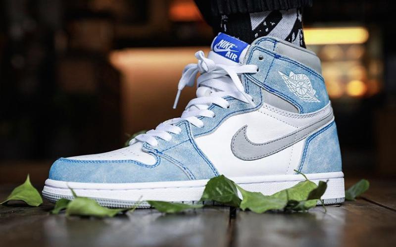 Thông Tin Chi Tiết Về Đôi Giày Nike Air Jordan 1 Hyper Royal