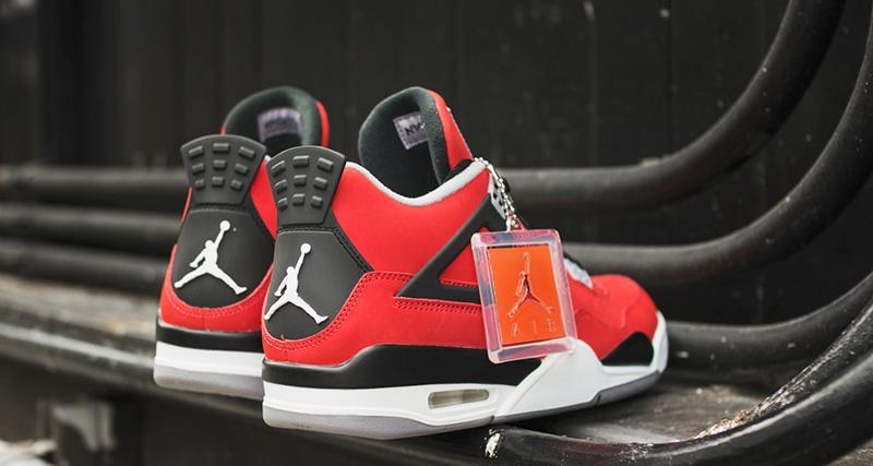 Giày Nike Air Jordan 4 Toro Bravo - Phiên bản Air Jordan thần thánh