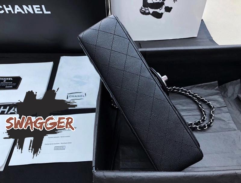 Túi Xách Chanel  Classic Flap Bag Black Silver Like Authentic sử dụng nguyên liệu da cừu nguyên bản như chính hãng, sản xuất hoàn toàn bằng thủ công, cam kết chất lượng tốt nhất, bảo hành 1 năm, free ship toàn quốc