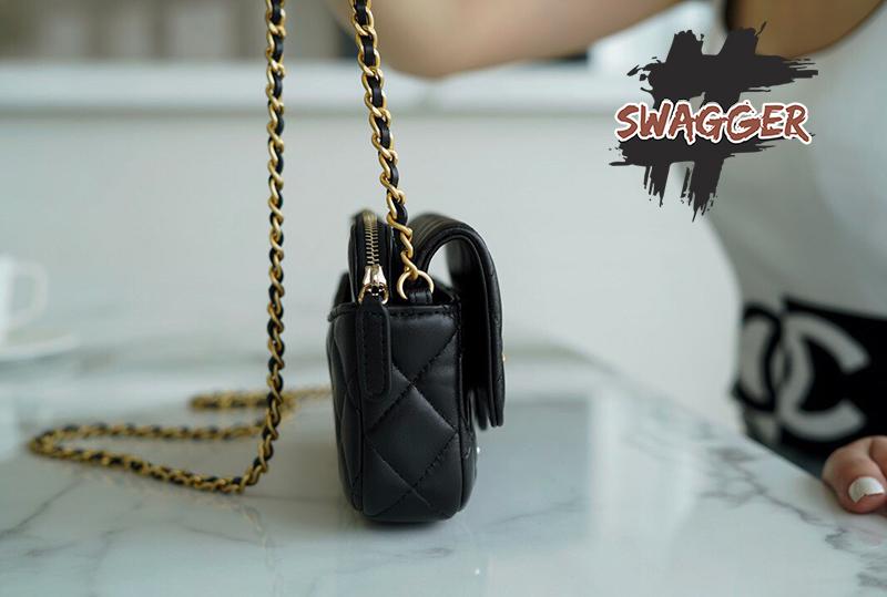 Túi Xách Chanel Classic Flap Phone Holder With Chain sử dựng chất liệu da cừu nguyên bản như chính hãng, sản xuất hoàn toàn bằng thủ công, chuẩn 99% chất lượng tốt nhất