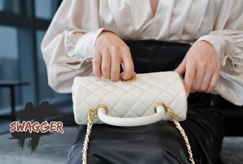 Túi Xách Chanel Coco Handle Small Crossbody Like Authentic sử dụng chất liệu da nguyên bản như chính hãng, sản xuất hoàn toàn bằng thù công, chuẩn 99% cam kết chất lượng tốt nhất hiện nay