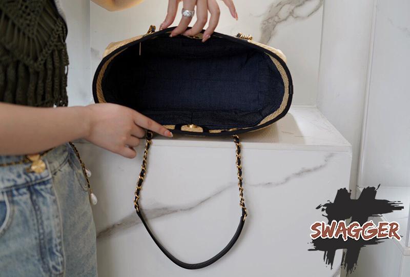 Túi Xách Chanel Large Shopping Bag 2021 Like Authentic sử dụng chất liệu chính hãng vải thô dệt tay kết hợp da bê, kim loại mạ vàng 24k, cam kết chất lượng tốt nhất, best quality bao check