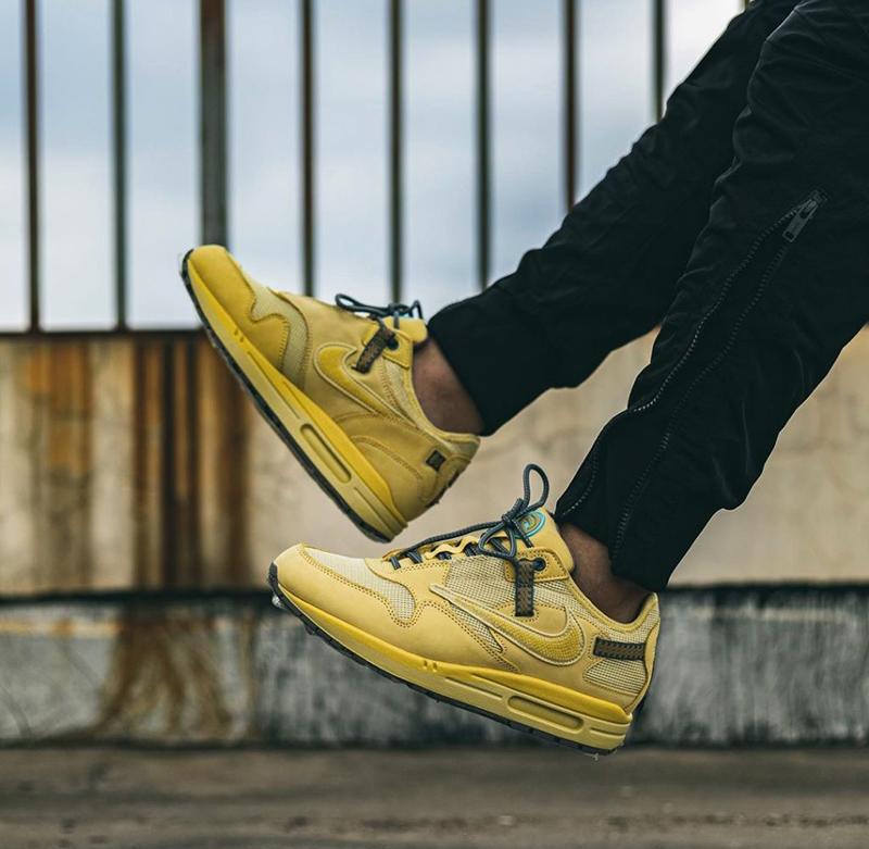 Giày Nike Air Max 1 Travis Scott Wheat Pk God Factory sử dụng chất liệu chính hãng, chuẩn 99% full box và phụ kiện, chất lượng tốt nhất hiện nay, ship cod toàn quốc