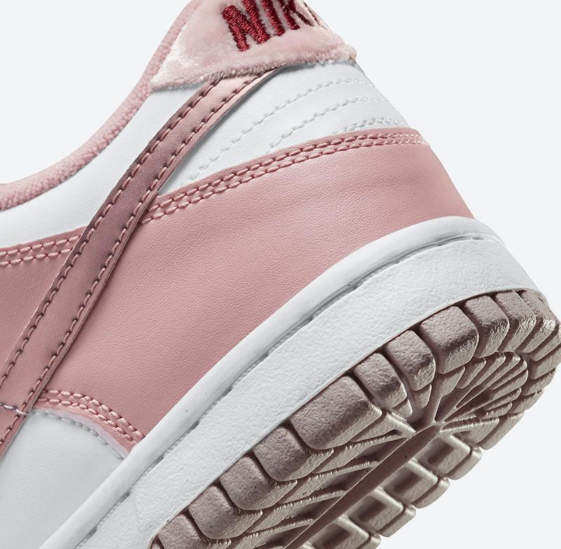 Nike Dunk Low Pink Velvet là một trong những sản phẩm sẻ được ra mắt vào cuối năm nay, vì vậy mức giá là một trong những quan tâm lớn của nhiều bạn trẻ, sau đây là thông tin chi tiết về đôi giày này
