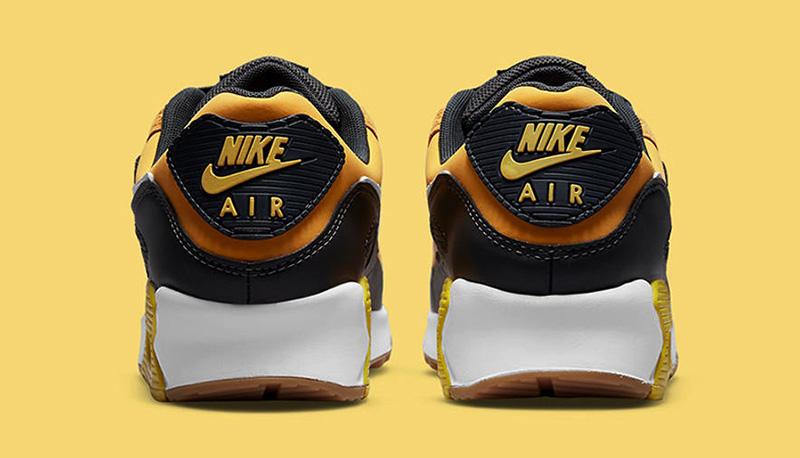 Giày Nike Air Max 90 Go The Extra Smile là một trong những bản phối được ra mắt vào cuối năm 2021 với thiết kế trẻ trung năng động, hứa hẹn được nhiều bạn trẻ yêu thích và lựa chọn trong thời gian tới