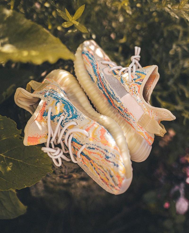 giày adidas Yeezy 350 V2 MX Oat là một trong những sản phẩm mới được thiết kế độc đáo mà adidas muốn cho người dùng có những cái nhìn mỡi mẽ về dòng sản phẩm độc đáo này
